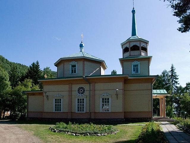 Святоникольская церковь в Листвянке